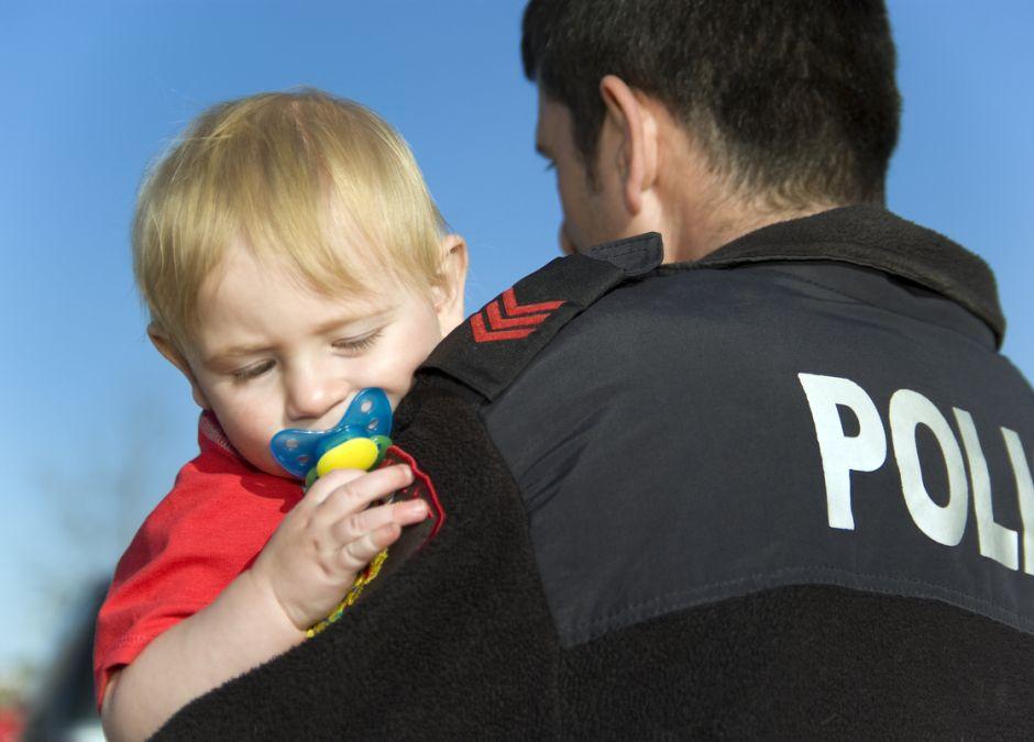 Dziecko potrzebowało karetki, ale wszystkie były zajęte! Do szpitala zawiozła je POLICYJNA ESKORTA!