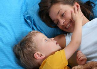 dziecko, przedszkolak, sen, mama, łóżko