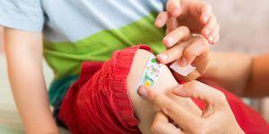 dziecko, skaleczenie, pierwsza pomoc, wypadek