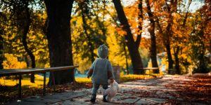 dziecko, spacer jesień
