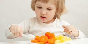 dziecko, talerz, kuchnia, obiad
