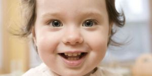 dziecko, uśmiech, ząbki