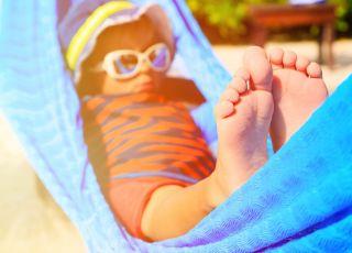 dziecko w hamaku