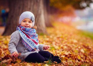 Dziecko w jesiennym parku