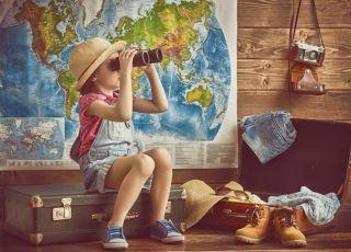 dziecko w podóży, maluch gotowy na wakacje