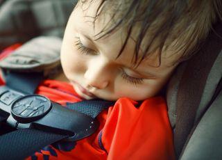 dziecko w samochodzie, dziecko zamknięte w samochodzie