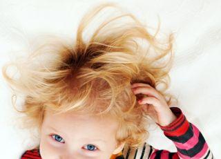 dziecko, włosy, drapanie