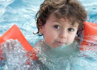 dziecko, woda, basem, lato, wakacje, pływać