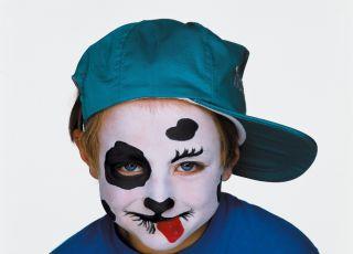 Dziecko z pomalowaną buzią