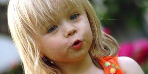 dziecko, zabawa, mina, pomarańczowy, lato