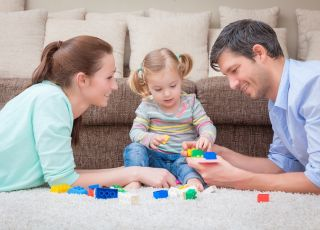 dziecko, zabawa, zabawki, mama, tata, rodzice