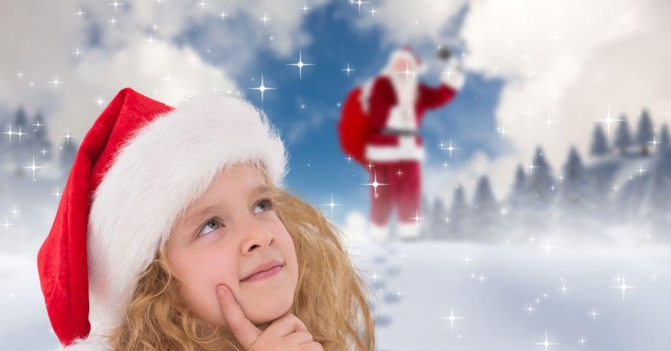 Dziecko zastanawia się, czy Święty Mikołaj istnieje