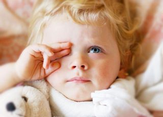 dziecko, zdrowie dziecka, choroba, łóżko, maskotka