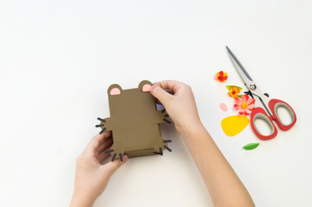 Ozdabianie pudełeczka z papierowego misia