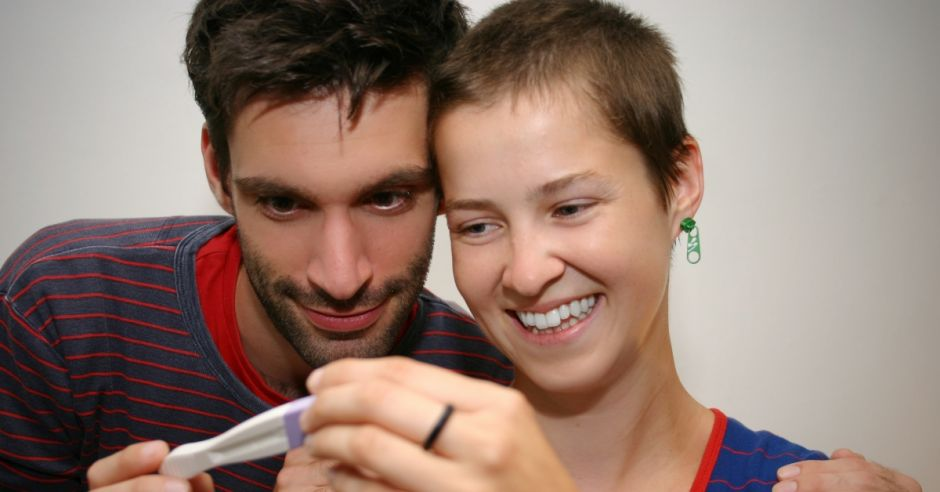 Dziewczyna, chłopak – pozytywny test ciążowy