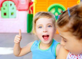 dziewczynka, angielski dla dzieci, nauka angielskiego, dziecko w szkole