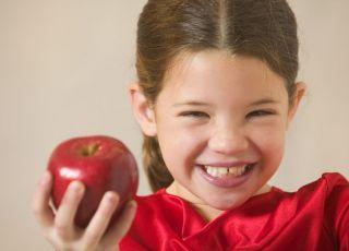 dziewczynka, dziecko, owoce, jabłko