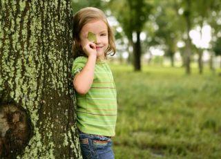 dziewczynka, dziecko, przyroda, ekologia, drzewo
