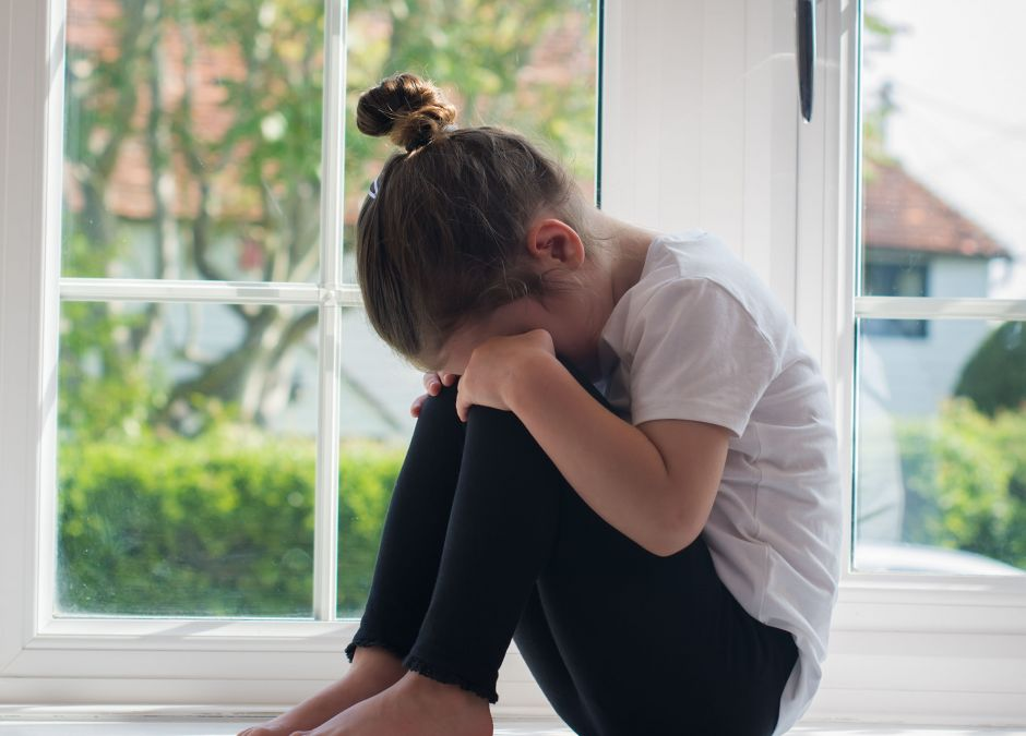 Dziewczynka, która ma traumę