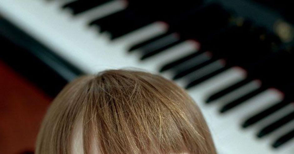 dziewczynka, maluch, muzyka, pianino