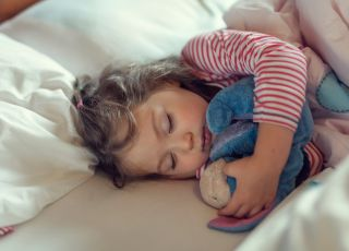 Chcesz, by twoje dziecko łatwiej zasypiało i dłużej spało? Ten sposób nie jest drogi i bardzo skuteczny!
