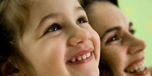 dziewczynka, uśmiech, maluch, mama