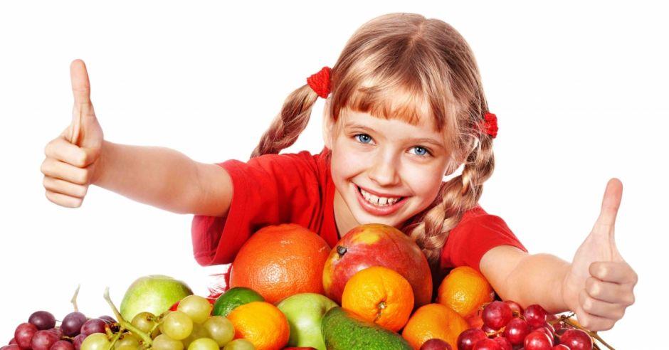 Dziewczynka z owocami