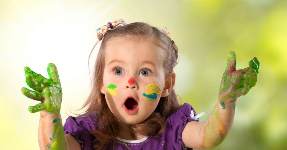 dziewczynka z zaburzeniami integracji sensorycznej
