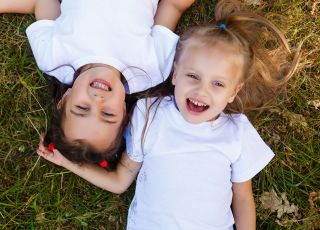 Dziewczynki, które się przyjaźnią
