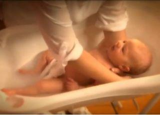 Emolium, kąpiel niemowlaka