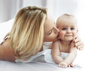Estelle Lefebre i niemowlę