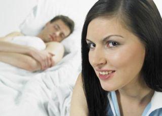 Fazę okołoowulacyjna i fazę niepłodności bezwględnej wyznacza się, obserwując śluz, temperaturę ciała i szyjkę macicy