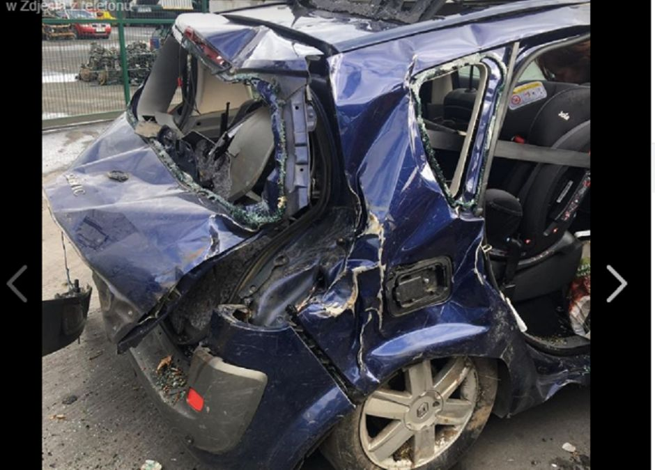 fotelik samochodowy nienaruszony w wypadku samochodowym