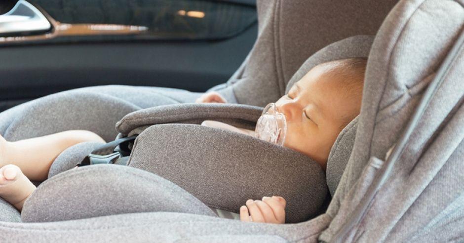 foteliki samochodowe, fotelik samochodowy tyłem, przewożenie dziecka tyłem w foteliku