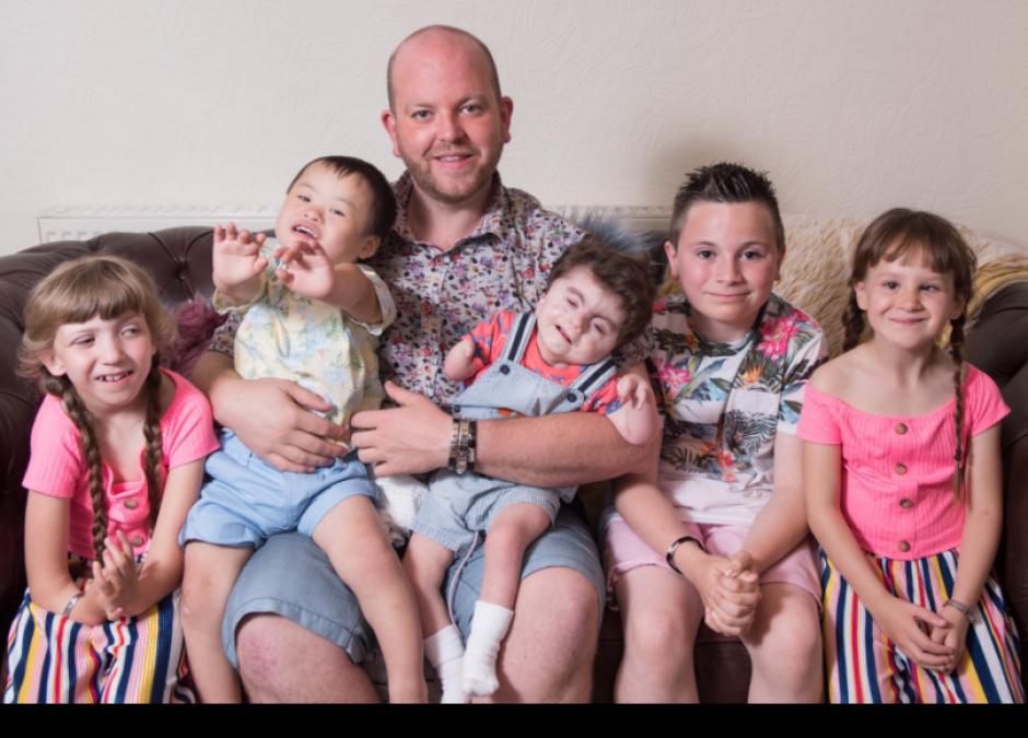 gej adoptował 6 dzieci