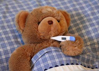 """5 """"gorączkowych"""" błędów, czyli czego nie robić, gdy dziecko ma wysoką temperaturę"""