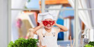 Gotując z rodzicami dziecko uczy się mnóstwa ważnych rzeczy