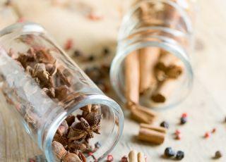 goździki, cynamon, korzenie, przyprawy, święta