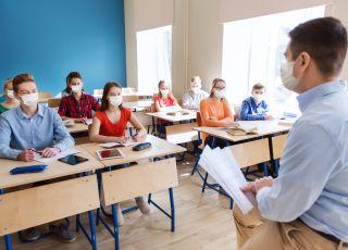 Grzesiowski o powrocie młodzieży do szkół