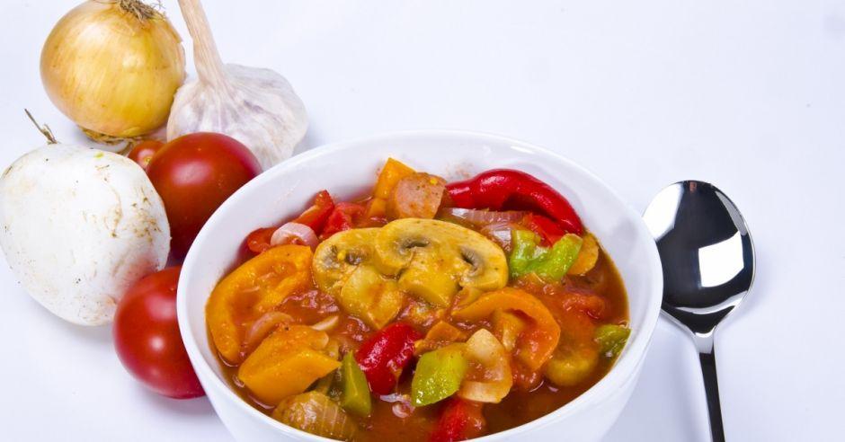 gulasz, leczo, warzywa