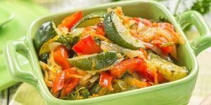 gulasz, warzywa, cukinia, papryka, zupa, sałatka