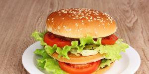 hamburger, kanapka, mięso, pomidory, warzywa