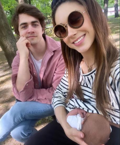 Ida Nowakowska karmi piersią w parku