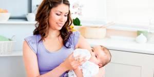 ile mleka powinno jeść niemowlę, ile mleka do butelki, apetyt dziecka, jak karmić dziecko mlekiem modyfikowanym
