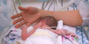 inkubator, wcześniak, noworodek, dziecko