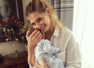 Izabela Zwierzyńska z gołym brzuchem po porodzie