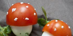 jajka, muchomorki, pomidor