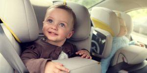 jak bezpiecznie podróżować z dzieckiem
