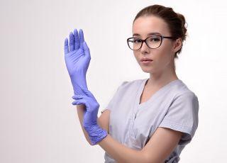 jak bezpiecznie zdjąć rękawiczki jednorazowe?