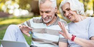 Jak dbać o kontakty, kiedy dziadkowie mieszkają daleko